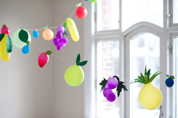 diy_fruit_balloon_garland.jpg