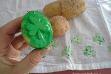 Stamp It: Shamrock Potato Printing