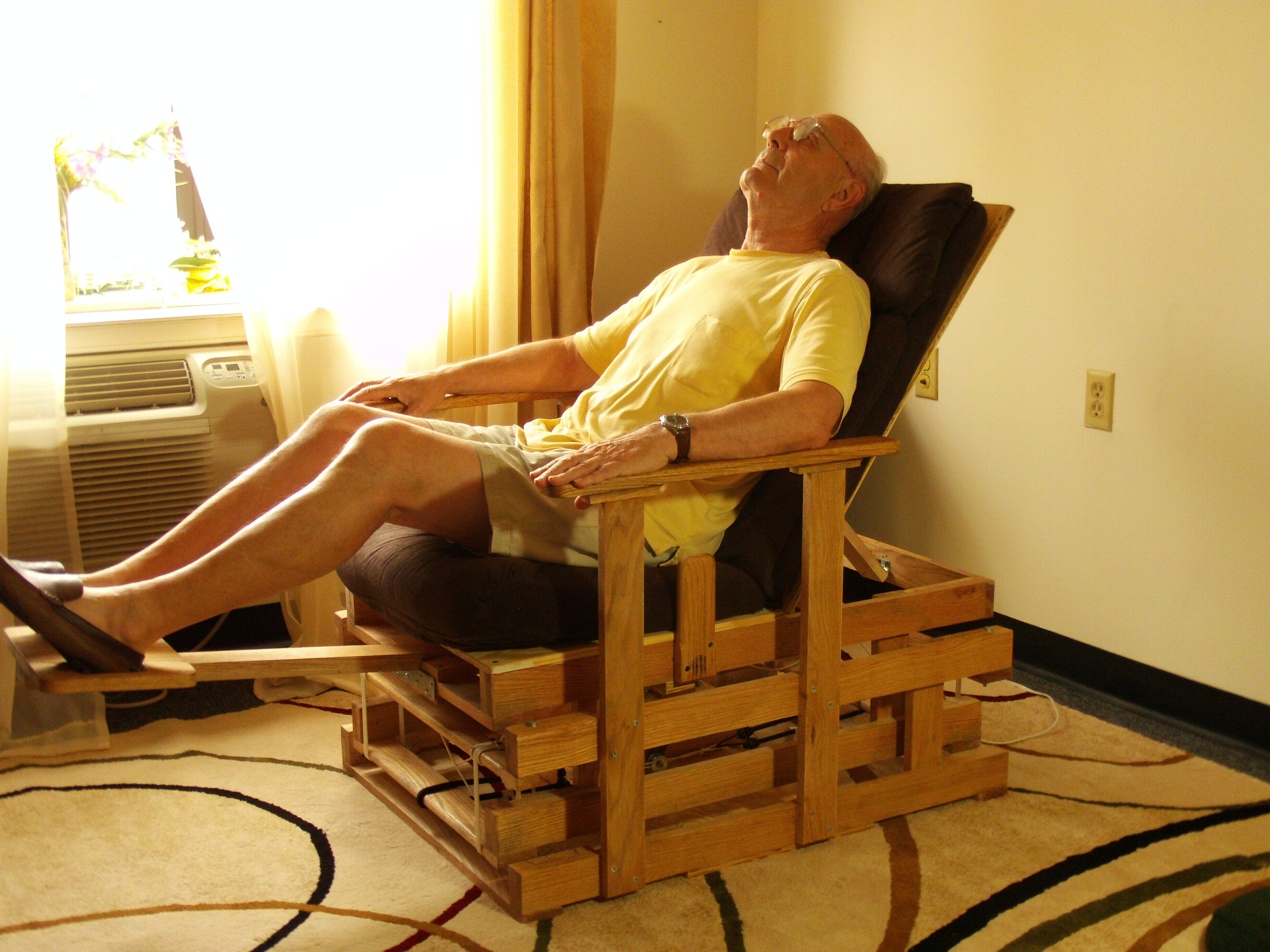 Transfomable Gliding Chair with Electric Actuator